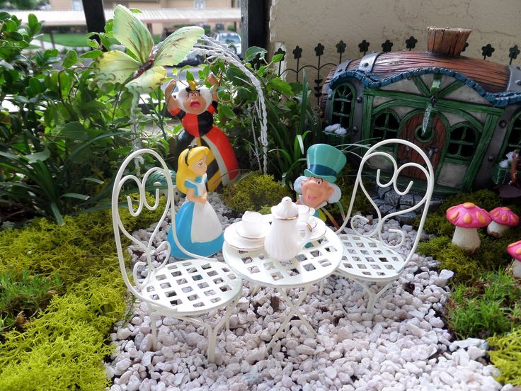 Best Alice In Wonderland Garden On My Patio Fairy Gardens This Month