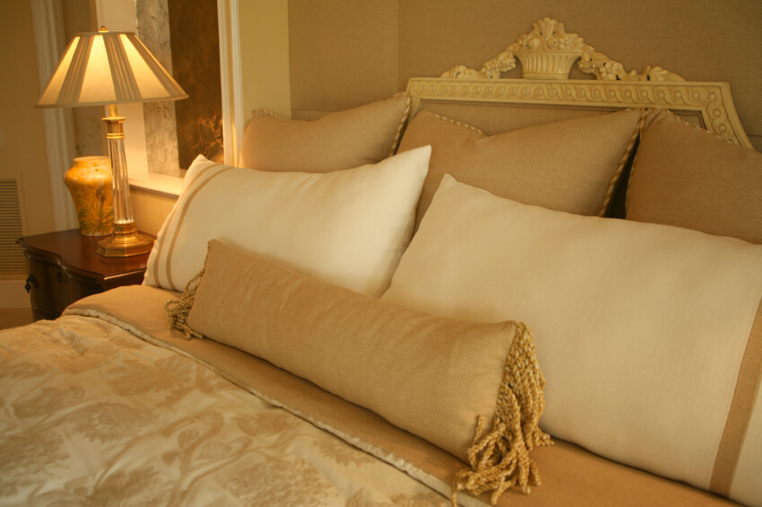 Best 50 Decorative King And Queen Bed Pillow Arrangements This Month