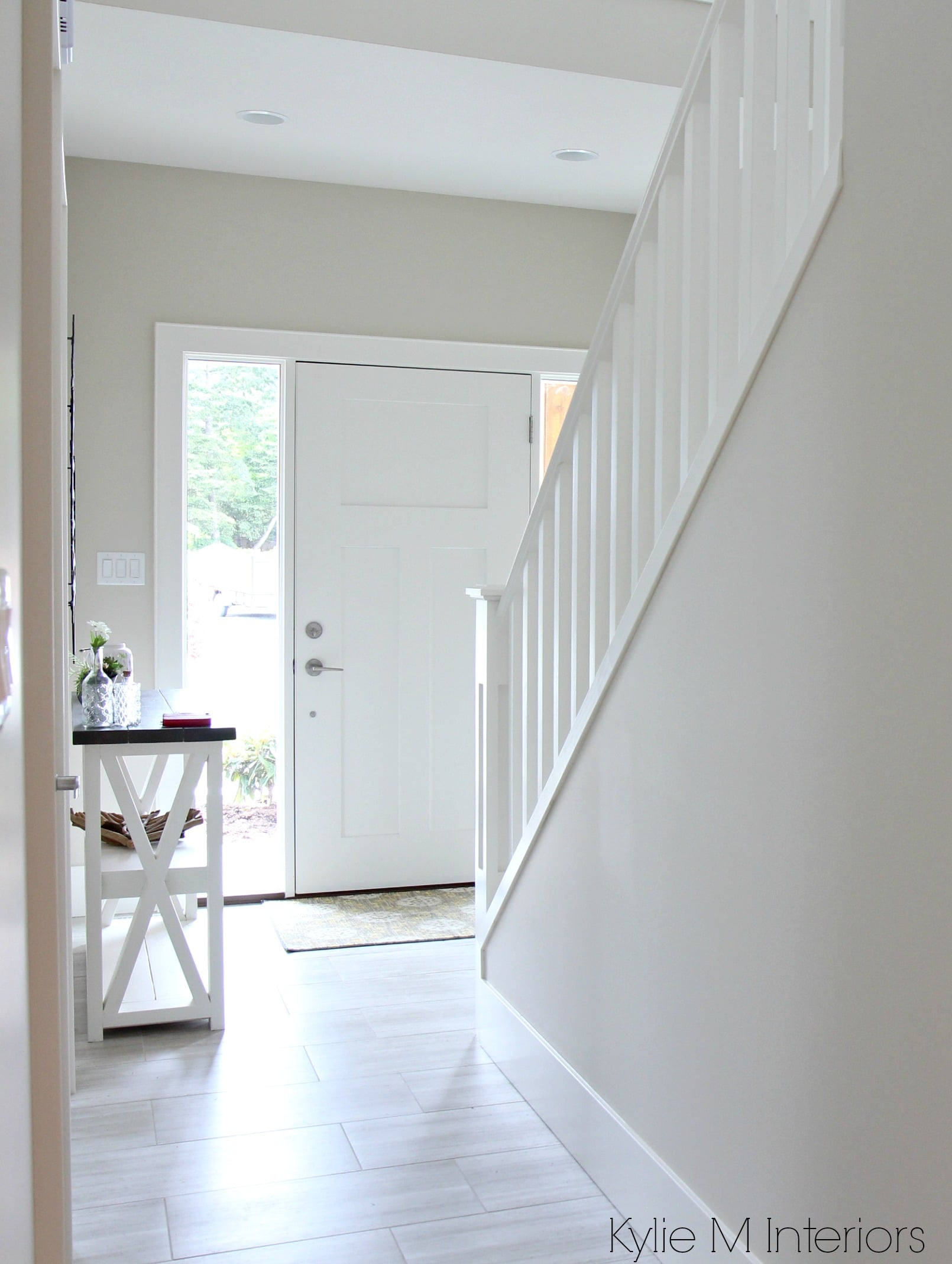 Best Benjamin Moore Edgecomb Gray Or Greige In Entryway Foyer This Month