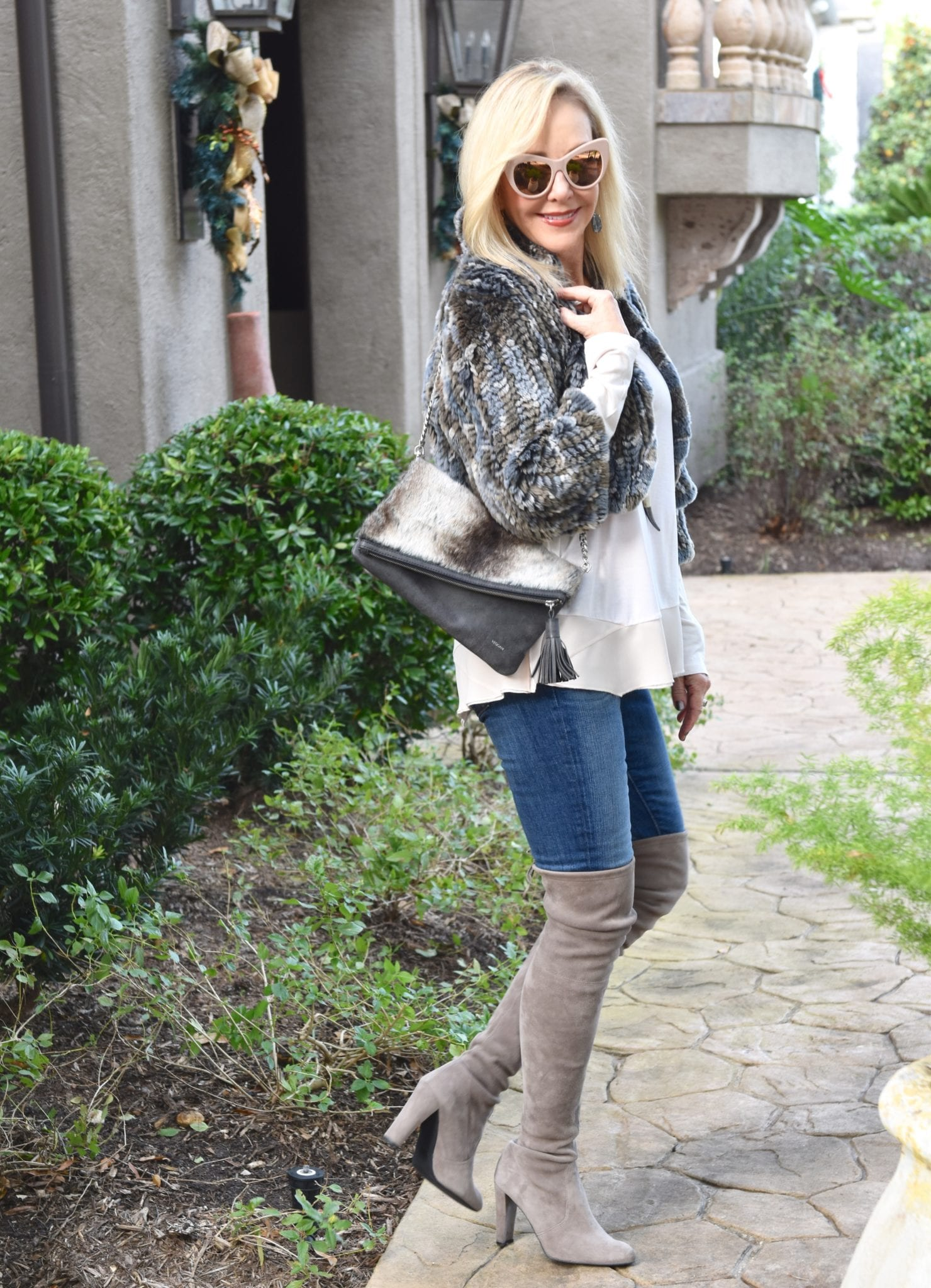4 Tips: How To Wear Over The Knee Boots Over 40 - SheShe Show