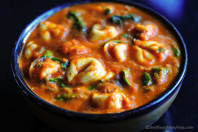 Easy Spinach Tortellini Soup Recipe | shewearsmanyhats.com