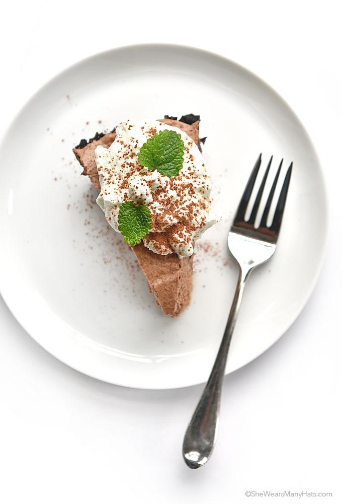 Irish Cream Chocolate Pie Recipe | shewearsmanyhats.com