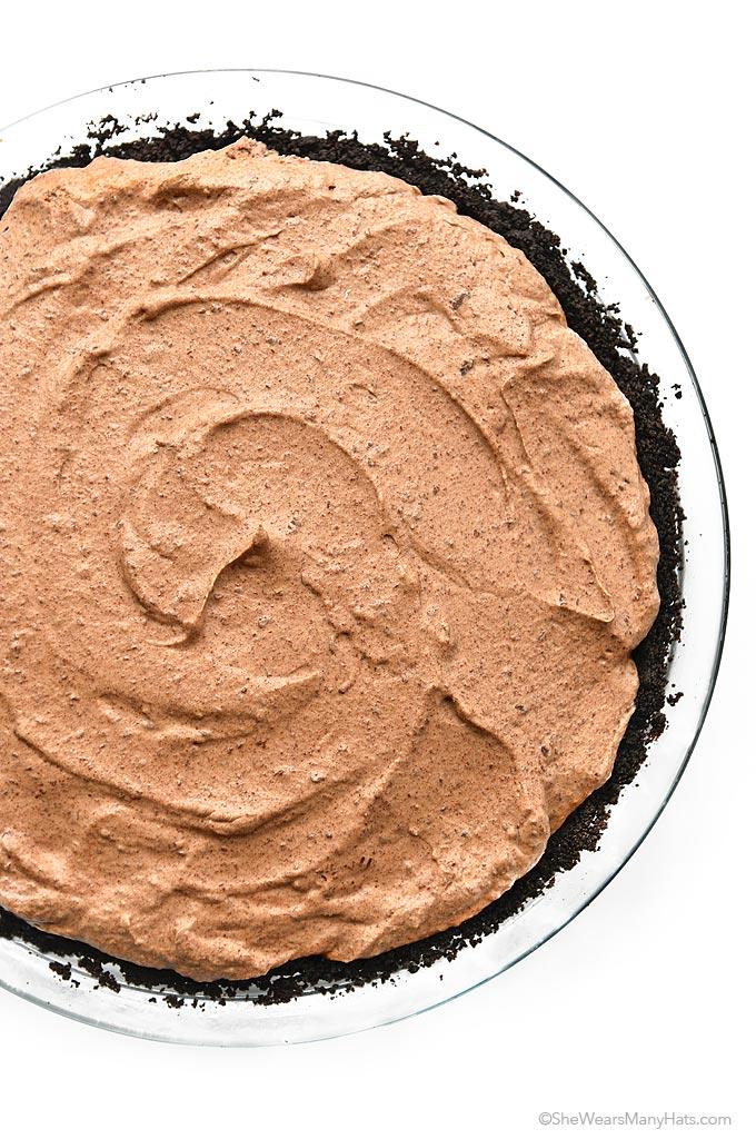 Easy Irish Cream Chocolate Pie Recipe | shewearsmanyhats.com