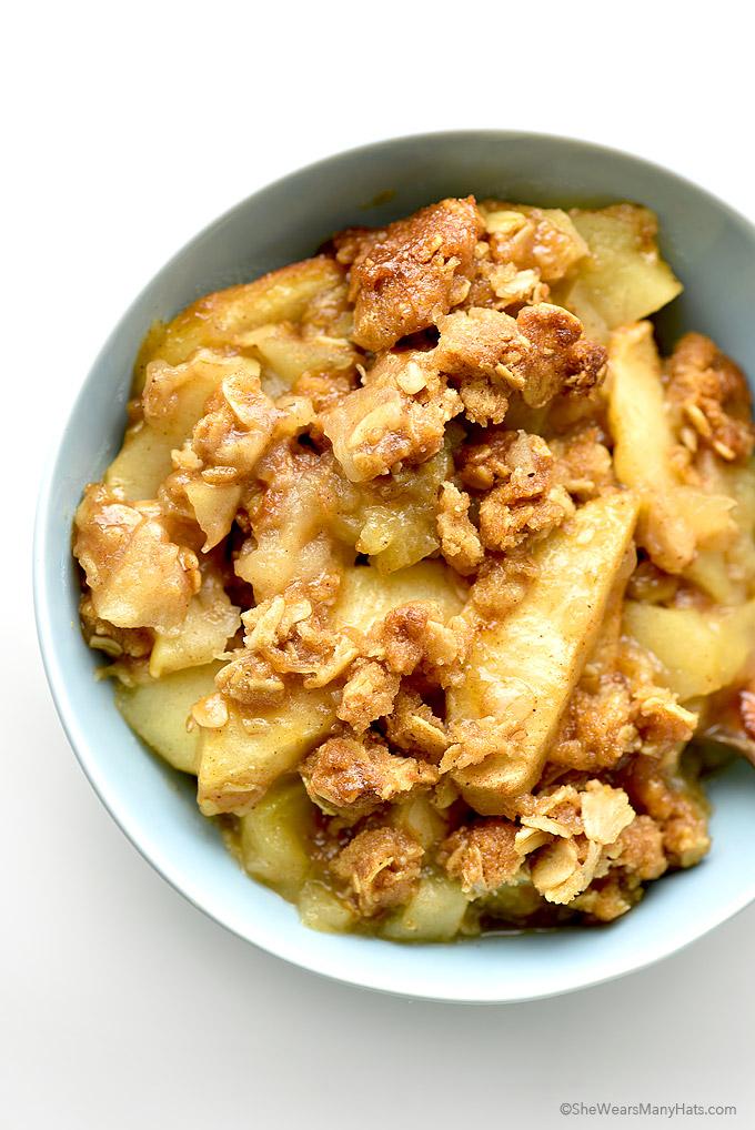 Easy Apple Crisp Recipe shewearsmanyhats.com