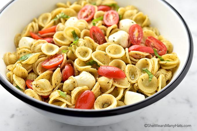 Easy Caprese Pasta Salad Recipe   shewearsmanyhats.com