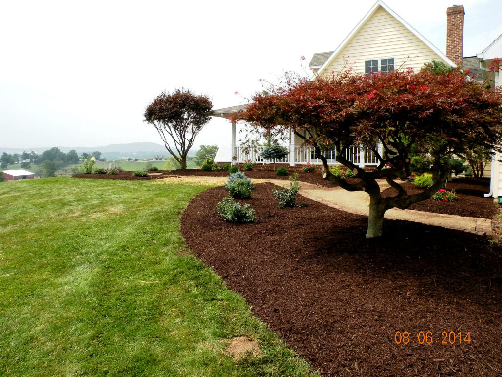 Mulching Stone Pine Straw Shreckhise Landscape And Design