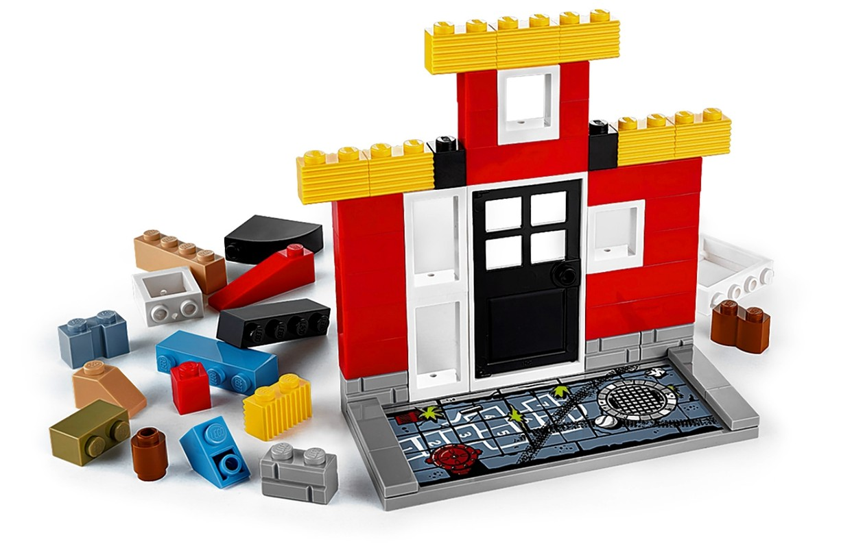 Lego s Evolution Will Be Digitized   WSJ Lego s upcoming Fusion platform will soon let little builders capture the  likenesses of their structures for