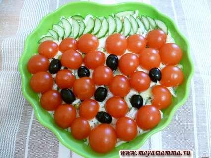 チェリートマトからのサラダ果実の装飾