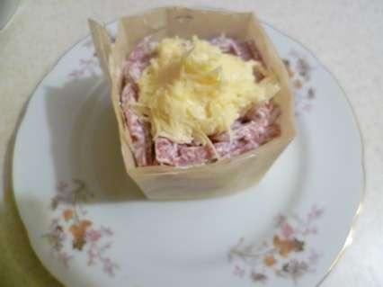 カットカットカットキュウリとスモークソーセージ、グレートチーズ、アーモンド、オリーブ