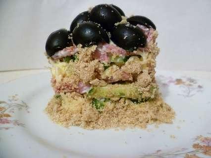 オリーブのメイソンを手配するためのサラダの上部。