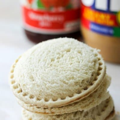 Save time on busy school mornings with these Homemade Peanut Butter and Jelly Uncrustables. Make them in batches and keep them in the freezer all school year!