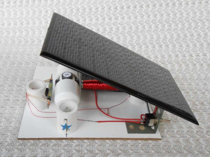Using Solar Energy   Simple Electric Motors Reed switch motor with solar panel