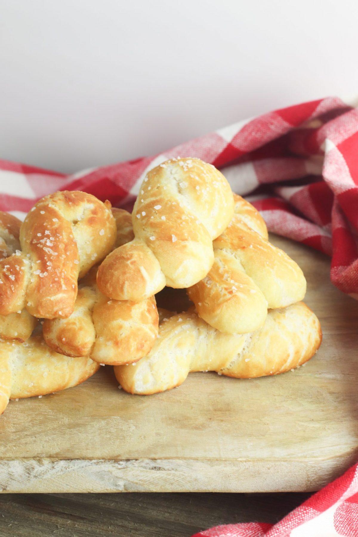 how to make pretzel knots