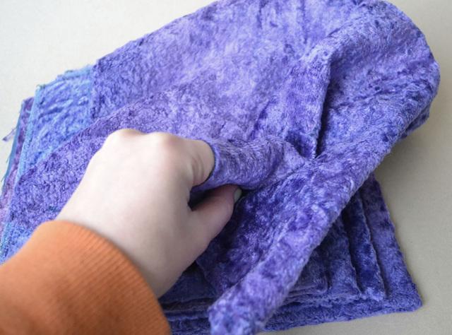 자신의 손으로 소파에 덮여 있습니다 : 구석에 케이스를 바느질하는 방법, 지시