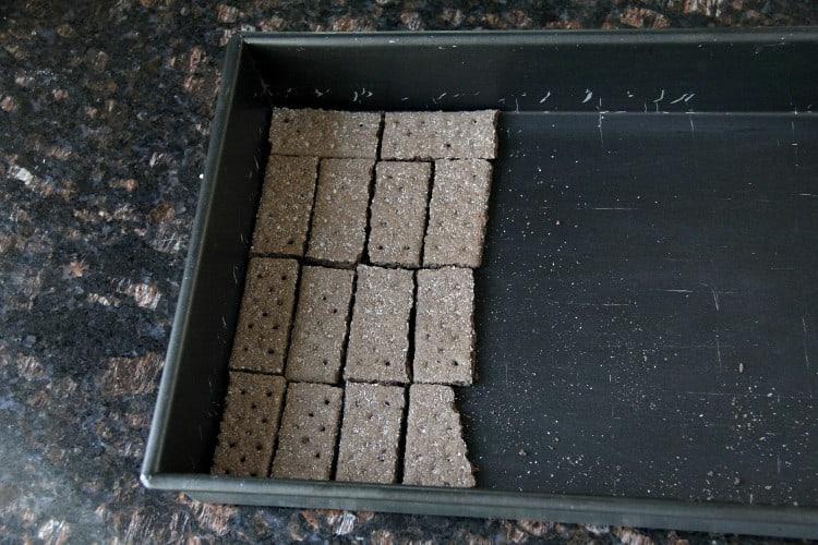 graham crackers in 13x9 inch baking dish