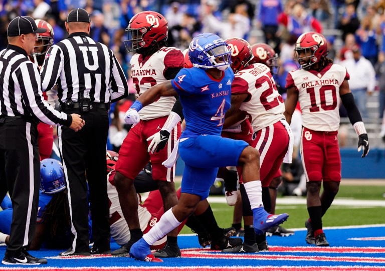 Watch Oklahoma Sooners taking part in sloppy, uninspired soccer as they path Kansas within the first half – Google USA News