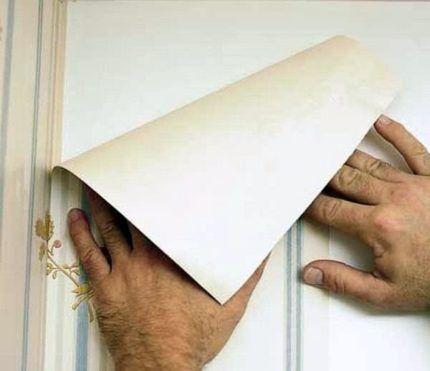 Köşelerdeki duvar kağıdını öldürüyorum