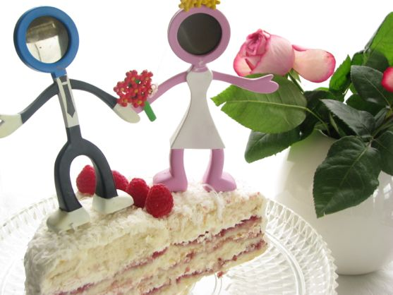 Raspberry Vanila Cake by angela roberts