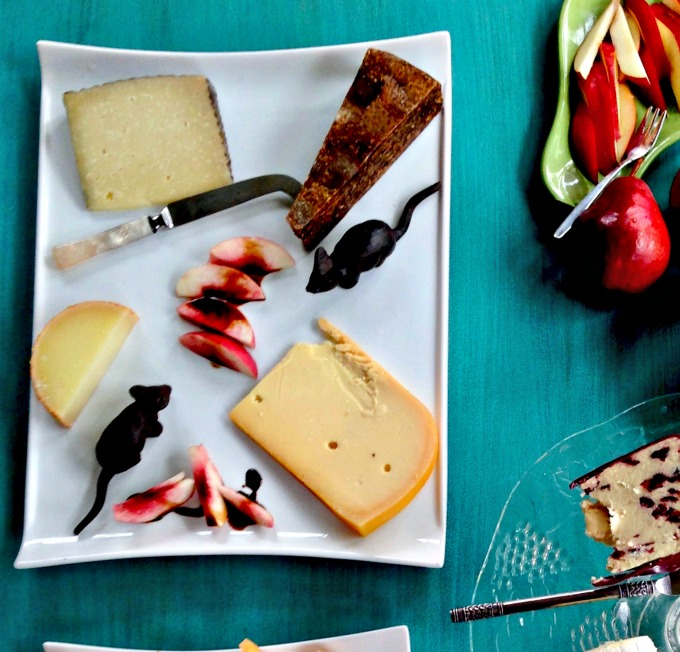 Beautiful Cheese Plate from Spinach Tiger