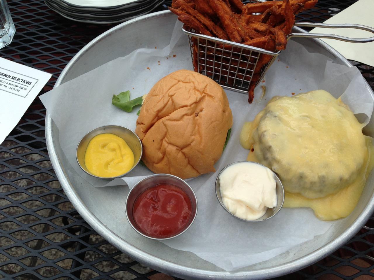 Burger at the Tavern in Nashville. Nashville Restaurants