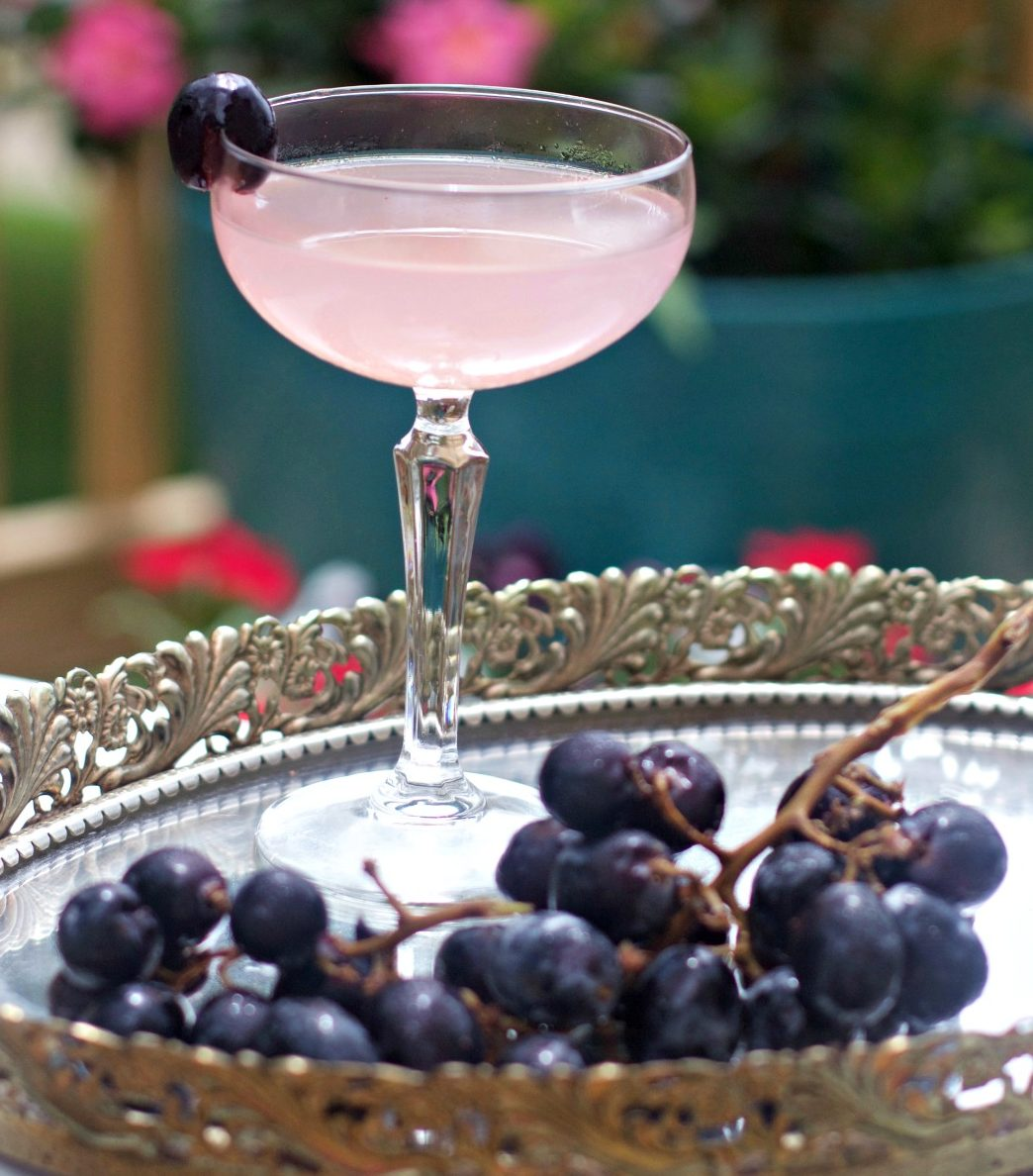 Summer Cocktails - Gin Elderberry Cocktail from Spinach Tiger