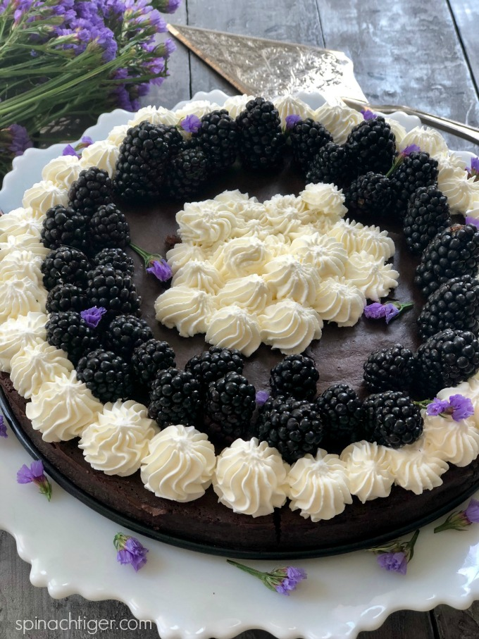 Low Carb Flourless Chocolate Cake with Blackberries from Spinach Tiger