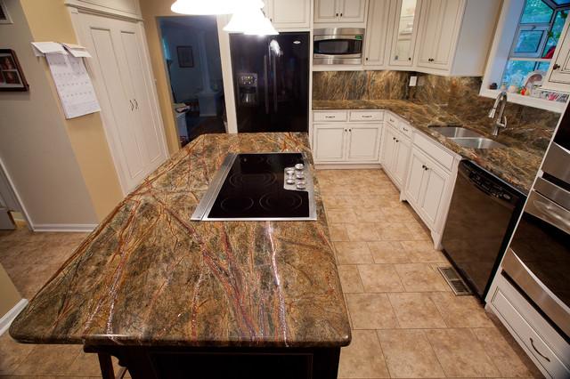Rainforest Green Granite Kitchen Traditional Kitchen