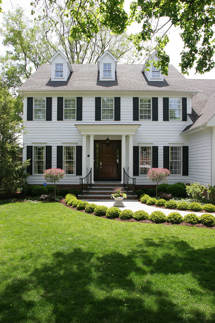 Colonial Revival Home Garden Ideas