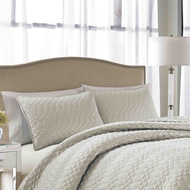 Nicole Miller Splendid Cream Quilted 3 Piece Bedspread Set