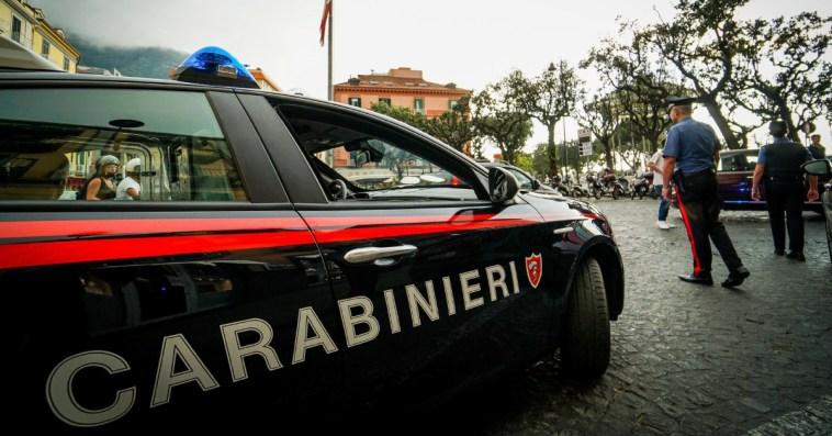 Parma, aggredisce e accoltella il parroco che lo ospitava: arrestato per tentato omicidio un senza fissa dimora. Grave il sacerdote