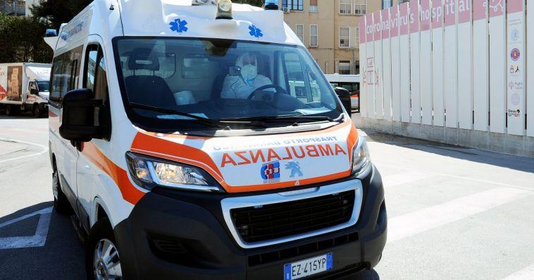 L'Aquila, schiacciata dalla porta in un campo da calcio: muore bambina di cinque anni