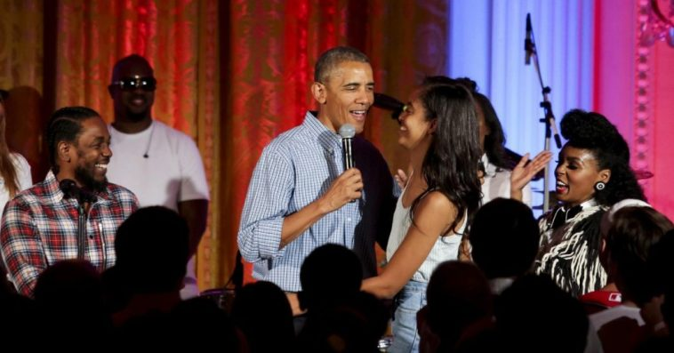 """""""74 positivi al Coronavirus dopo il party di compleanno di Barack Obama"""": si teme focolaio sull'isola di Martha's Vineyard"""