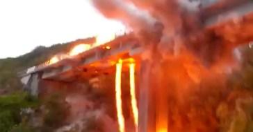 L'Aquila, demolito il viadotto Cerqueta sulla A24: le immagini dell'esplosione controllata