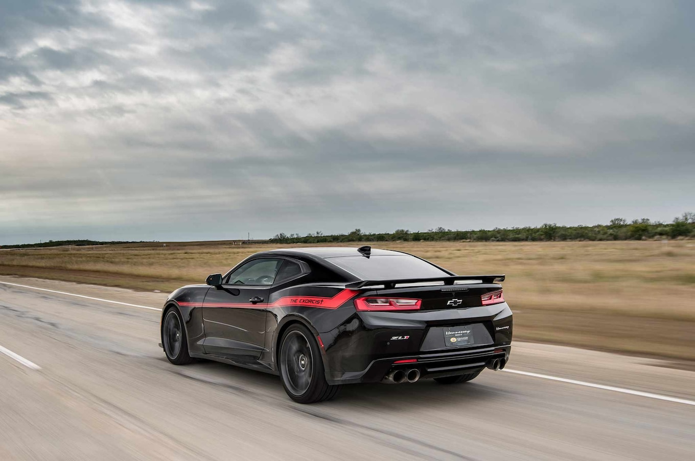 Watch the Hennessey Exorcist Camaro ZL1 Hit 350 km/h ...
