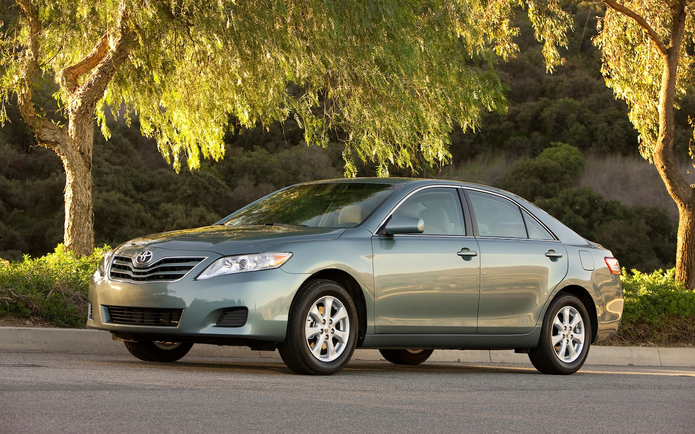 25 2011 Toyota Le Camry