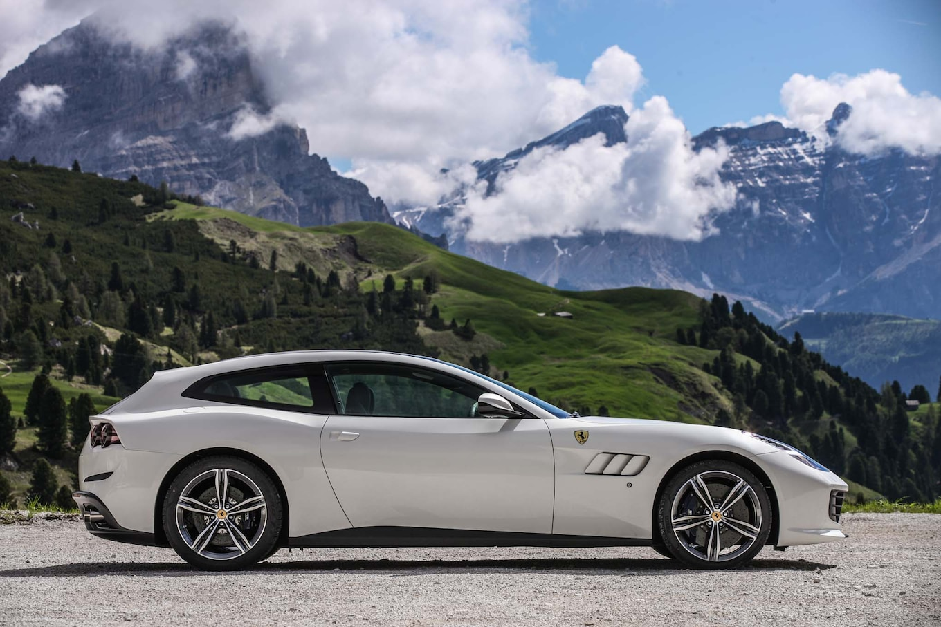 2017 Ferrari GTC4Lusso Reviews and Rating | Motor Trend