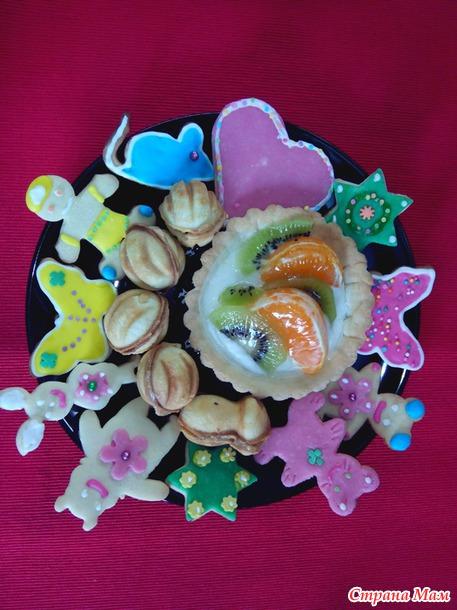 Украшаем печенье глазурью, марципаном, кондитерскими посыпками, фруктовыми гелями, помадками, шоколадом.