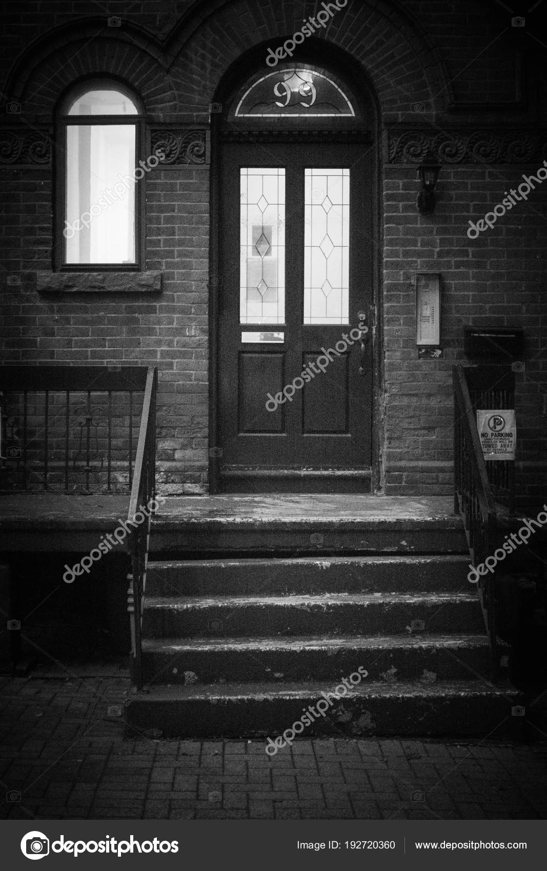 Outside Front Door Steps Steps Leading Front Door House — Stock | Outside Steps For House | Front Door | Entryway | Decorative | Ranch Style House | Beautiful