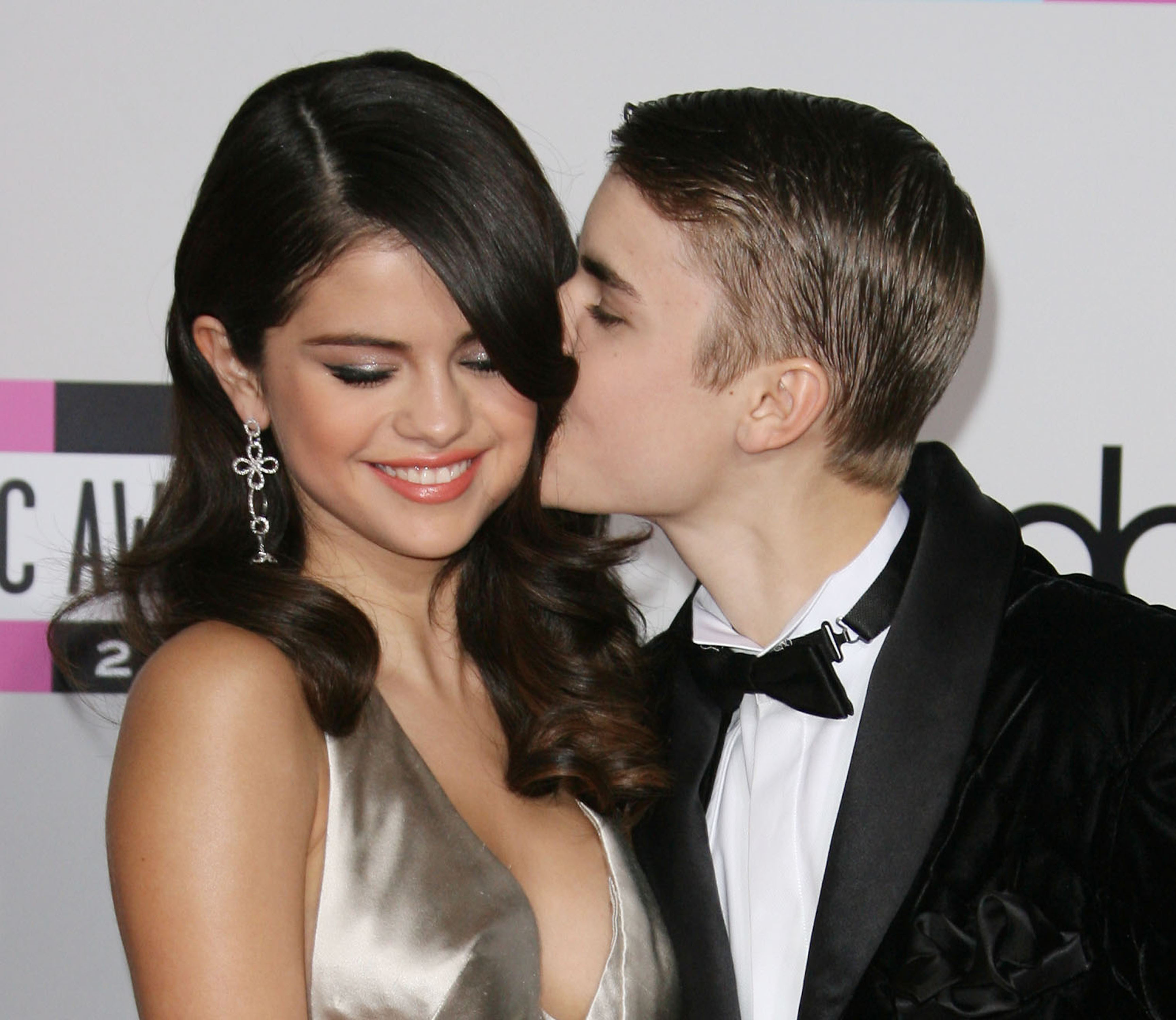 Are Justin Bieber and Selena Gomez back together? Dating?