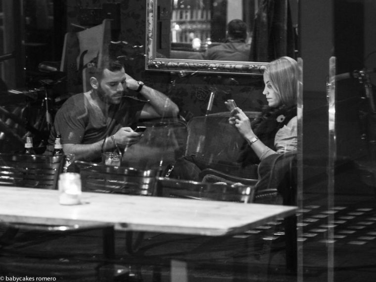The Death Of Conversation  I Photograph People Obsessed With Their     The Death Of Conversation  I Photograph People Obsessed With Their  Smartphones   Bored Panda