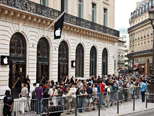 Apple s Paris store hit by New Year s Eve raid   Business Insider     shop in Paris s Opera district was robbed by armed  masked men on New  Year s Eve  under the noses of riot police patrolling the nearby Champs  Elys    es