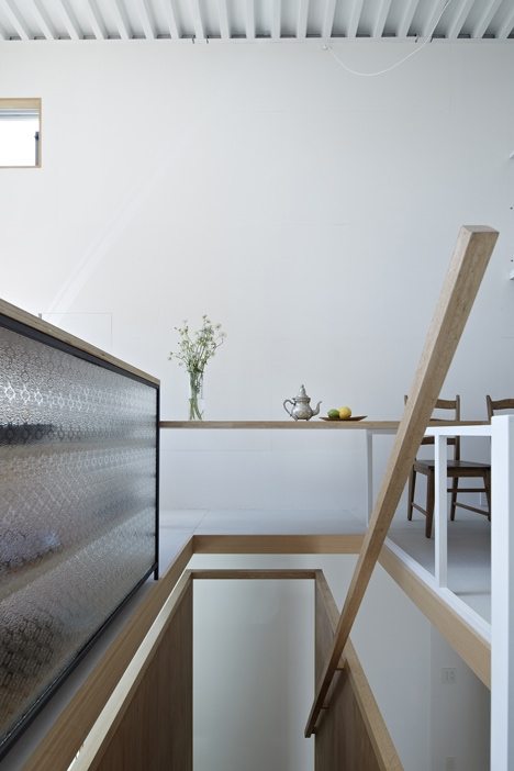 House In Itami By Tato Architects   Carpet Up Middle Of Stairs