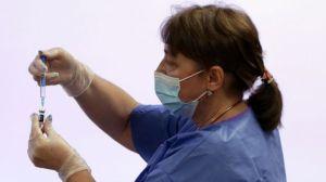 Трябва ли да се ваксинираме, ако имаме антитела?  Нашият здравен елит няма ясен отговор