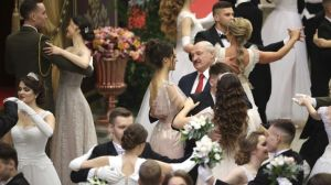 Lukashenko warns protesters not to cross the red line
