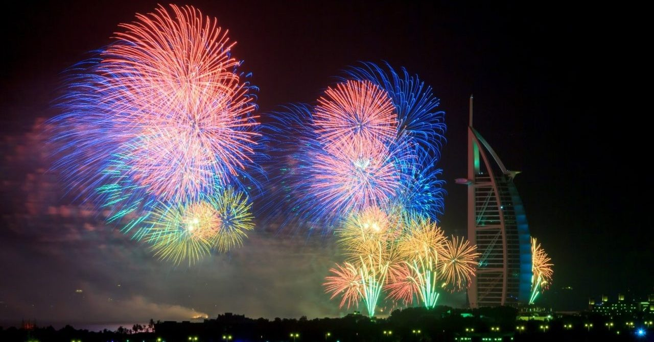 6 Spots to Watch the Dubai Fireworks on New Year s Eve   insydo new year dubai fireworks 1 1280x854 Cropped