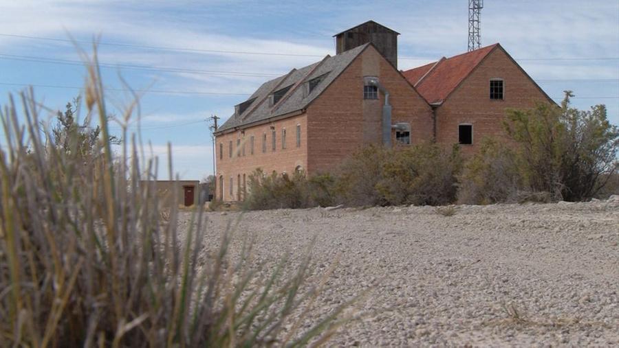 Sopravvissuto edifici sulla discarica del test. Foto © KSL-TV