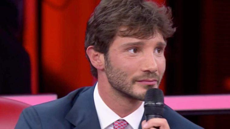 Stefano De Martino: il presunto flirt con una conduttrice e quello con una ballerina di Amici