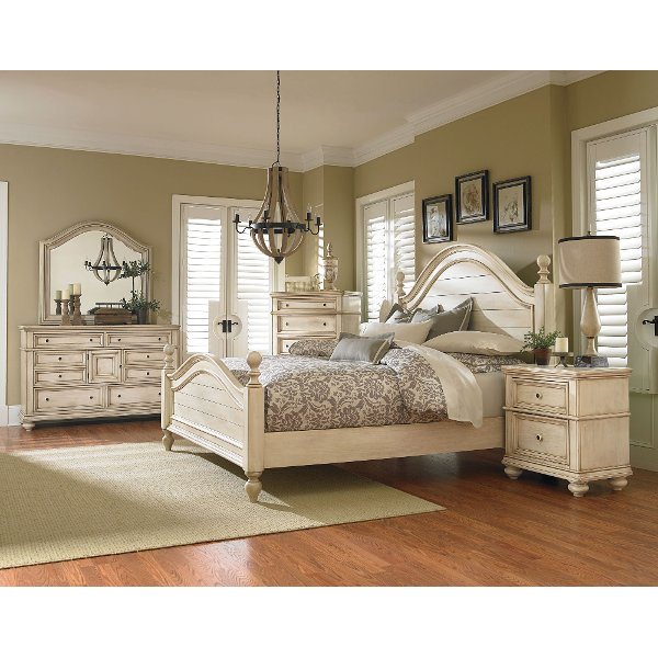 Queen bedroom sets   RC Willey Furniture Store     Clearance Antique White 6 Piece Queen Bedroom Set   Heritage
