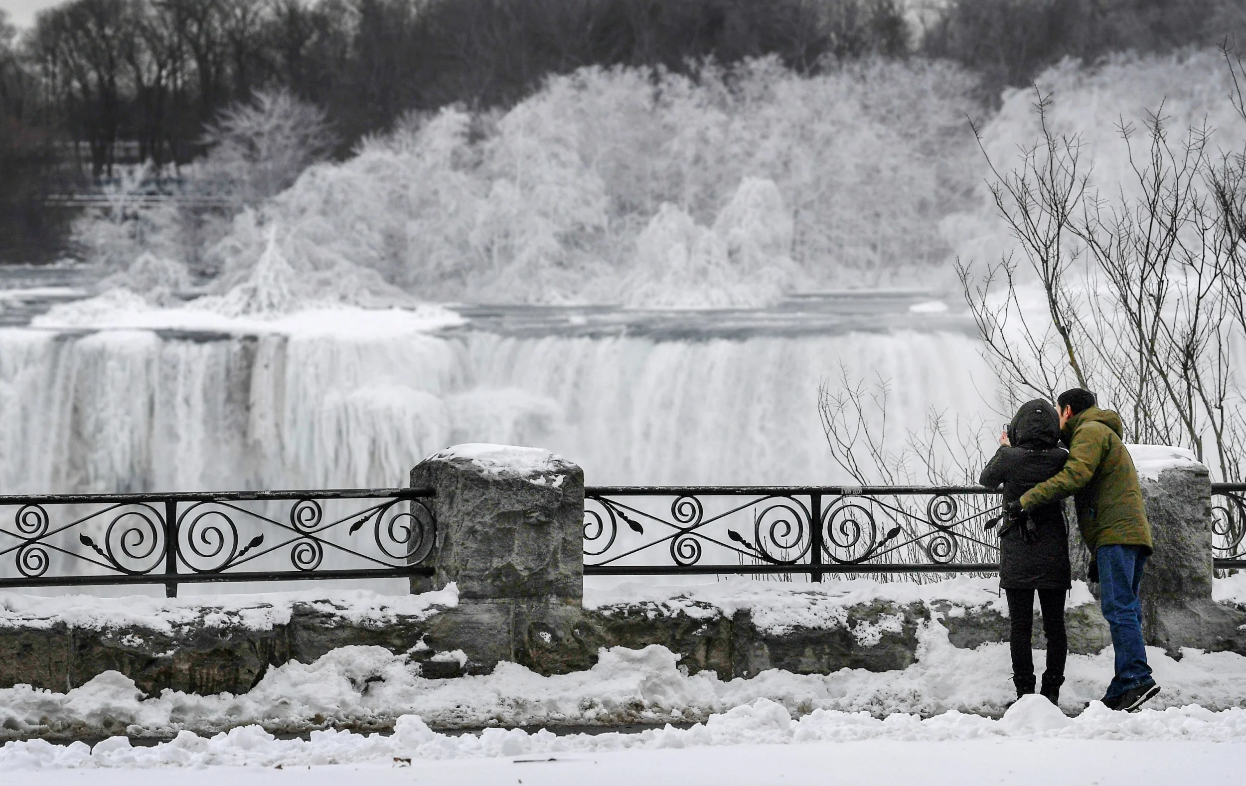 Niagara Falls Transformed Into Winter Wonderland As