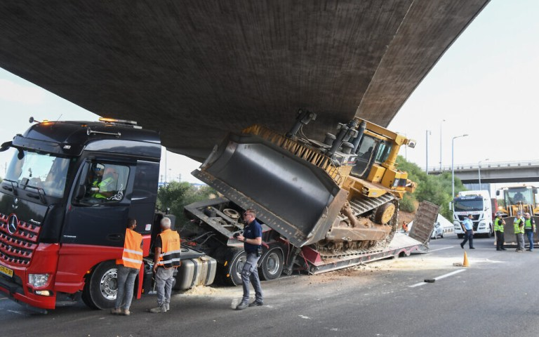 Watch Tel Aviv-Jerusalem freeway closed for hours as truck will get wedged underneath overpass – Google Israel News